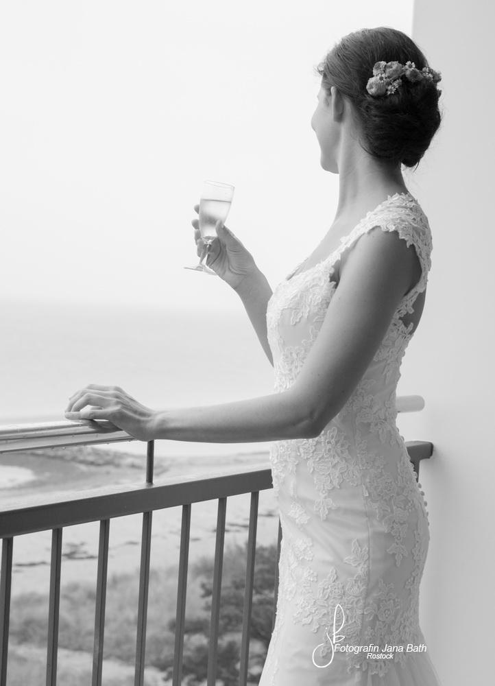 Brautstyling, Ankleiden, Hochzeitsfotografin Jana Bath