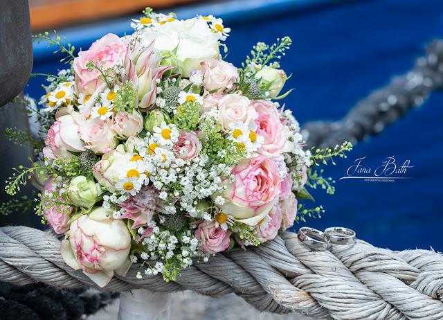 Brautstrauss und Hochzeitsringe , Hochzeitsfotografin Jana Bath