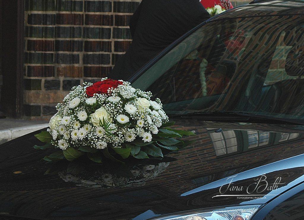 Floraler Autoschmuck, Hochzeitsbilder, Jana Bath